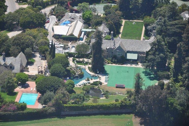 Playboy Mansion te koop!