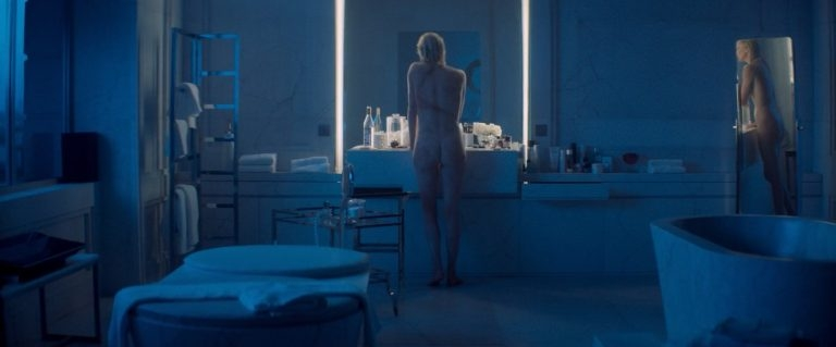 Erotische scène uit Atomic Blonde met Charlize Theron en Sofia Boutella (VIDEO)