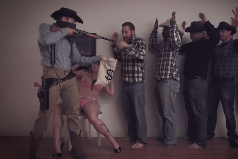 Populair spel 'Red Dead Redemption 2' heeft nu al pornoparodie (video)