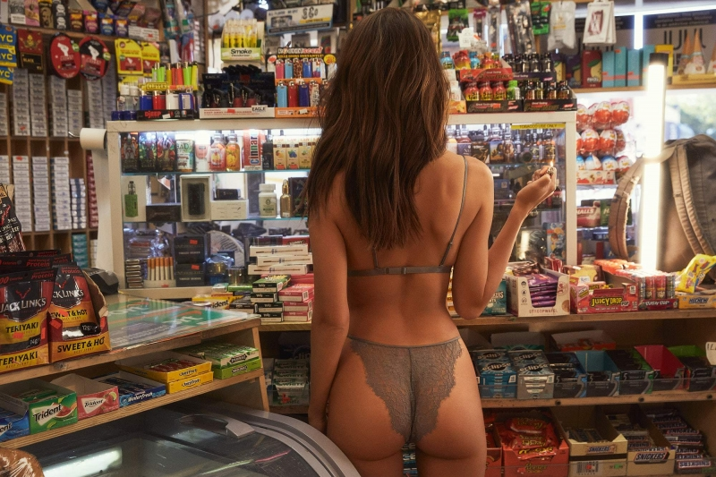 't Is een nieuwe trend....in lingerie gaan shoppen in de supermarkt