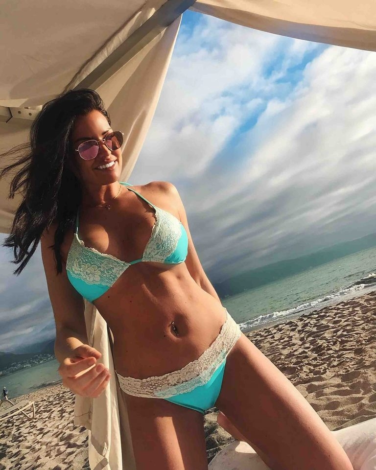 Jessica Jess Wright in sexy bikini in Mexico